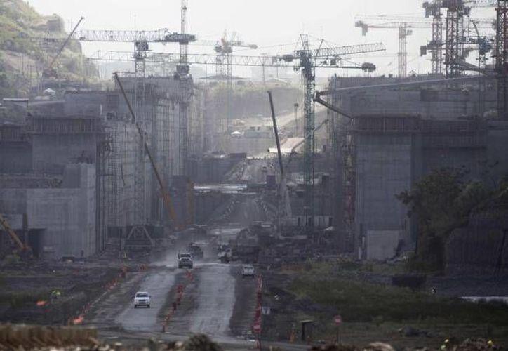 La ampliación del Canal de Panamá, que involucra al grupo español-mexicano-costarricense tiene como plazo final enero de 2015. (Agencias/Archivo)