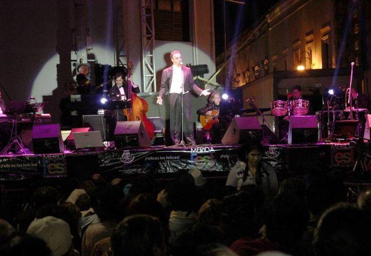 El tenor internacional Fernando de la Mora se presentó en la Plaza Grande el pasado lunes. (Milenio Novedades)