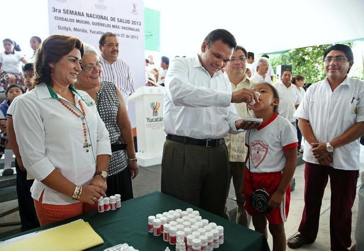 Con el fin de aplicar más de 85 mil dosis de biológicos a niñas y niños en Yucatán, el gobernador Rolando Zapata inauguró la Tercera Semana Nacional de Salud. (Cortesía)