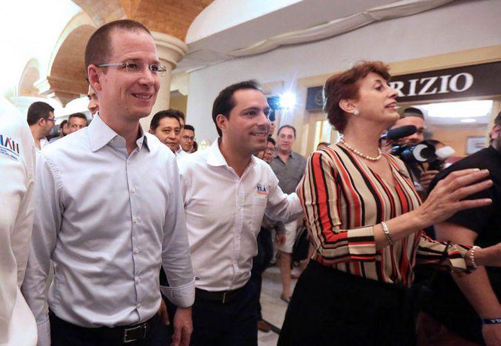 También se comprometió ante los yucatecos a dar más apoyo a la educación. (Notimex)