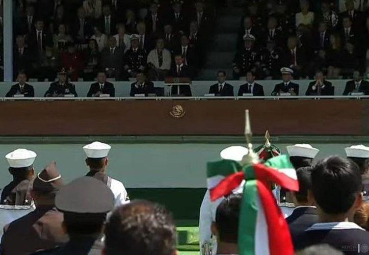 Aspecto de la ceremonia conmemorativa del Día de la Bandera, en el Campo Marte, encabezada por el presidente Enrique Peña Nieto. (@presidenciaMX)