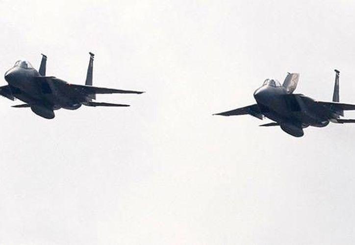 Los cazas escoltaron la aeronave hasta la línea de doce millas costeras que marca el espacio aéreo. (Reuters)