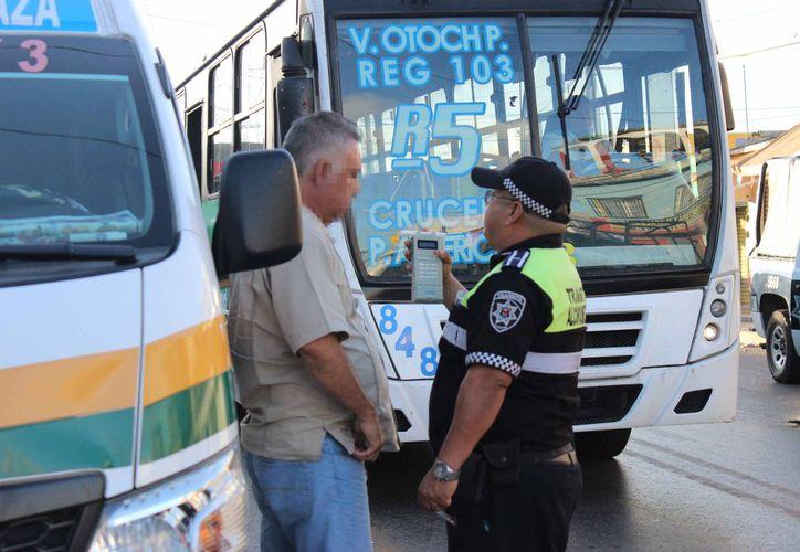 Supervisan que los conductores no manejen bajo los influjos del alcohol. (Redacción/SIPSE)