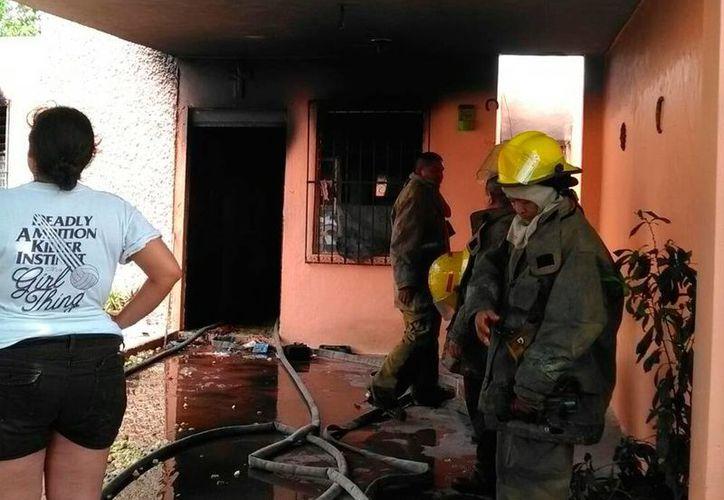 Cerca de las 11:30 horas de este lunes, los bomberos recibieron el reporte de un incendio en la colonia Portes Gil, pero cuando llegaron ya no había fuego. (Luis Fuente/SIPSE)