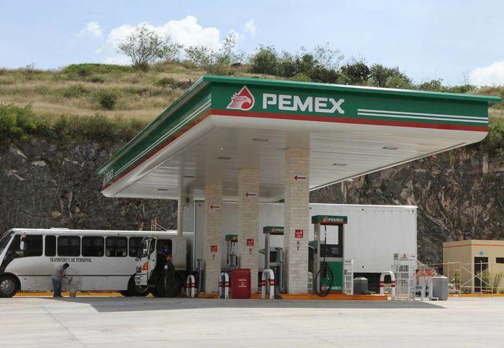 Los presuntos delincuentes obtenían de estas gasolineras recursos económicos para seguir operando de manera ilícita. (Archivo/Notimex)