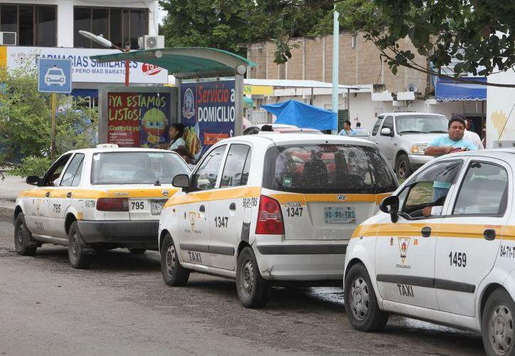 El  Secretario de Infraestructura y Transporte, señaló que los taxistas deben mejorar la calidad del servicio para hacer frente a la competencia. (Joel Zamora/SIPSE)