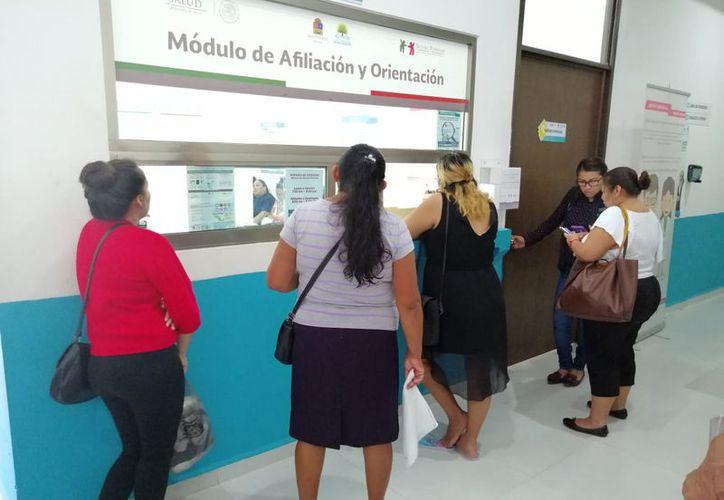 Muchos de los beneficiarios del programa no están conscientes de que su afiliación tiene un periodo de vigencia. (Paola Chiomante/SIPSE)