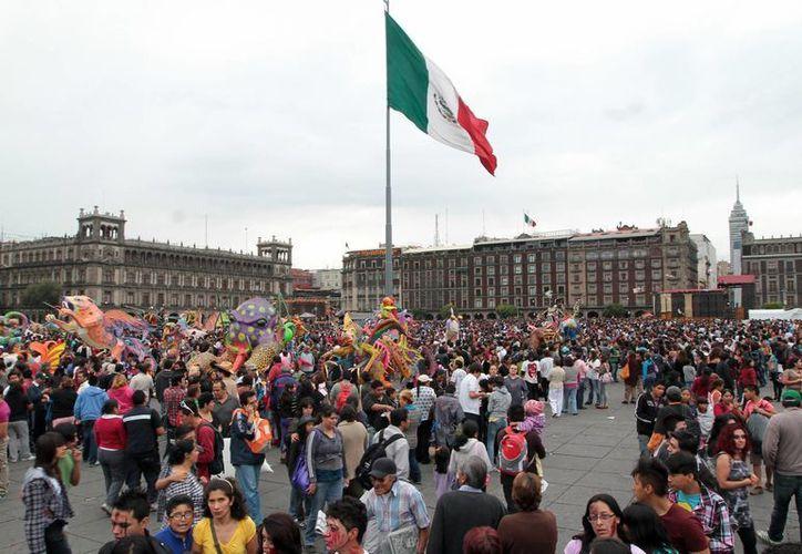El desarrollo de urbes sostenibles a largo plazo requiere la participación del gobierno y los ciudadanos. En la imagen, el zócalo de la Ciudad de México. (Archivo/Notimex)