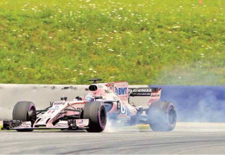 El piloto tuvo que batallar con el balance y el rendimiento del monoplaza. (AFP)