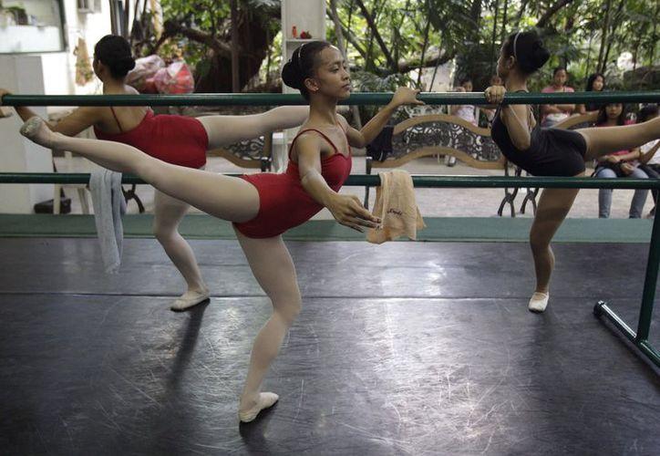 Jessa Balote ha logrado sacar de la pobreza extrema a toda su familia a través de la danza. (Agencias)
