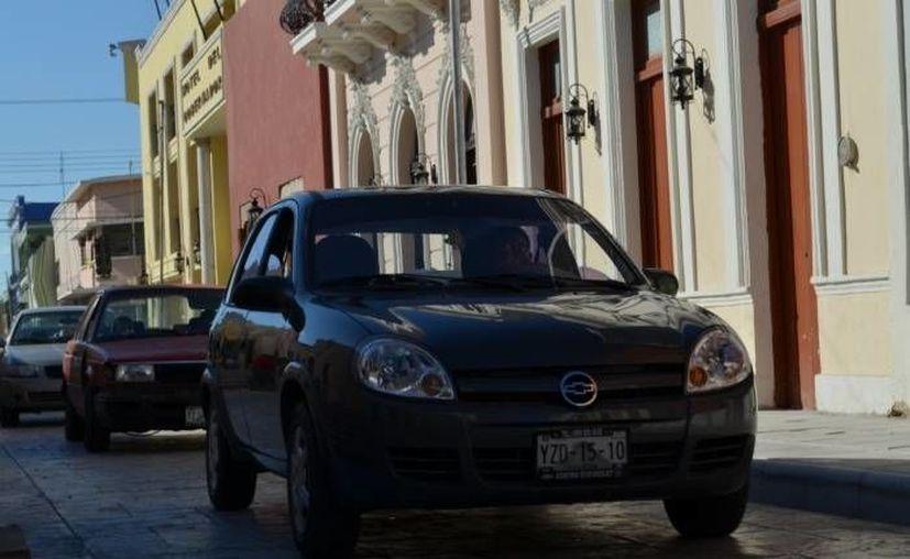 El Gobierno del Estado anunció este jueves la condonación de tenencia, multas y refrendo, con el fin de motivar a los automovilistas del estado a realizar el proceso de reemplacamiento. (Archivo/ Milenio Novedades)