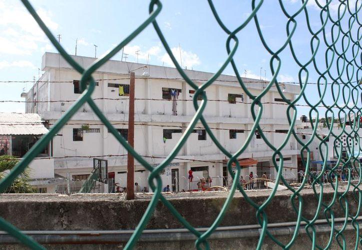 Los internos de la prisión cancunense tienen talleres para que puedan explotar sus habilidades. (Foto: Ivette y Cos).