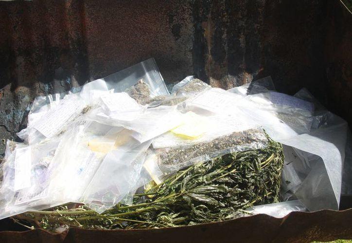 La cifra de delitos denunciados contrasta con el número de víctimas que hay en el país por actos relacionados con el narcomenudeo. Imagen de parte de una mercancía asegurada en operativos realizados en municipios de Tlaxcala. (Archivo/Notimex)