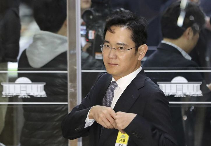 Lee Jae-yong, vicepresidente de Samsung Electronics Co. llega a una audiencia en la Asamblea Nacional en Seúl el 6 de diciembre del 2016. (AP/Lee Jin-man)