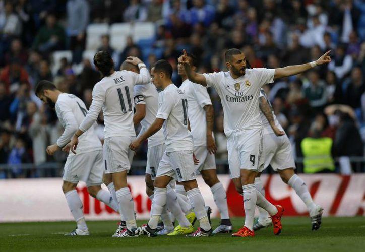 El Real Madrid goleó 4-1 al Getafe este sábado en el Santiago Bernabéu para llegar a 30 puntos en 14 fechas de la liga española. (Imágenes de AP)
