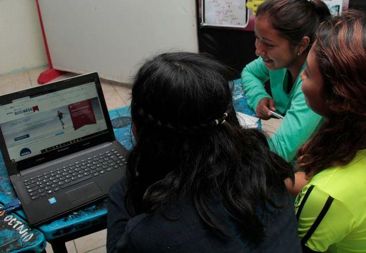 Yucatán trabaja en estrategias para que empresas contraten a jóvenes yucatecos, expertos en redes sociales. (Milenio Novedades)