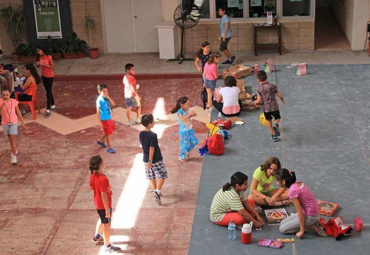 Los niños realizan sus actividades en el área central. (Jesús Tijerina/SIPSE)
