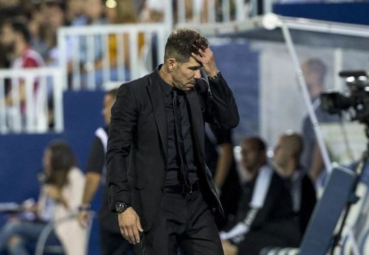 En Liga, el argentino no ha encontrado antídoto para Messi ni el Barça. (Foto: El Mundo)