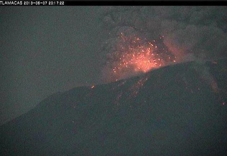 Imagen de la erupción del volcán Popocatépetl. (Twitter)