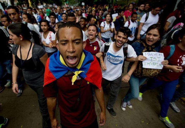 Protesta de estudiantes en Caracas, Venezuela, el 26 de mayo de 2016, contra la política del presidente Nicolás Maduro (Archivo/AP)
