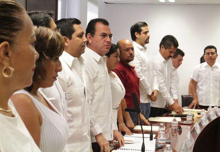 Le pidió a los dos Castro que explicaran las condiciones en las que se concedería el crédito. (Adrián Barreto/ SIPSE)