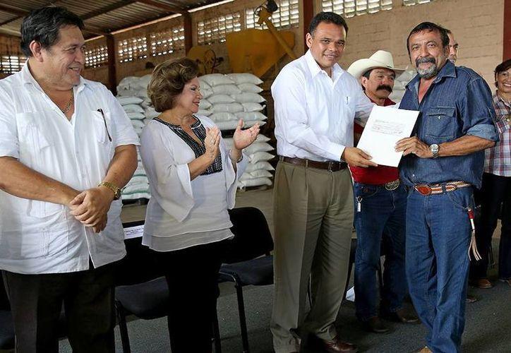 El Gobernador entregó estímulos económicos a ganaderos yucatecos. (Milenio Novedades)