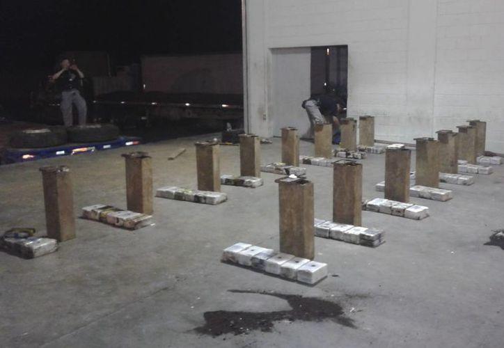 Material decomisado por la Fiscalía General de la República (FGR) en El Amatillo, El Salvador. (EFE)
