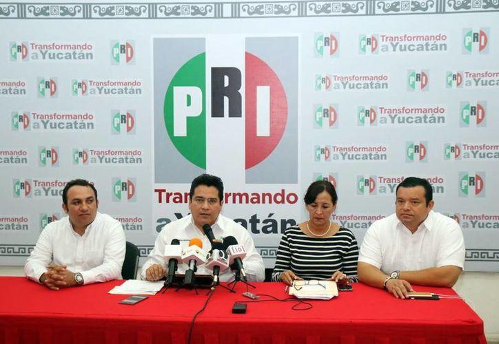 Carlos Pavón Flores se pronunció contra la violencia postelectoral y condenó la actitud tomada por el PAN. Imagen de la rueda de prensa del Comité Directivo Estatal. (Milenio Novedades)