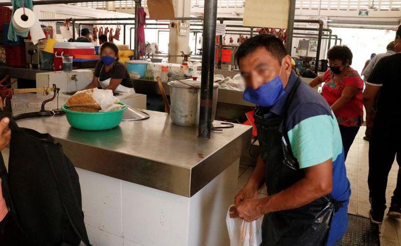 Las ventas en los mercados que funcionan en la periferia de Mérida se llevan a cabo tomando todas las medidas sanitarias. (Novedades Yucatán)