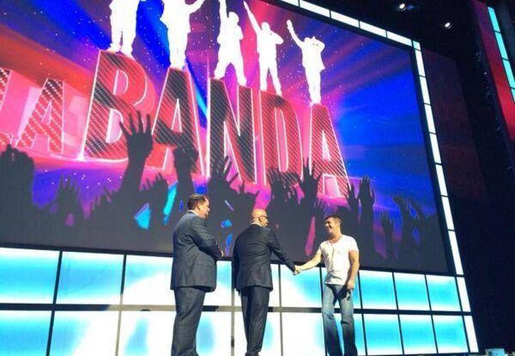 La Banda será producido de manera conjunta por Ricky Martin y el ejecutivo musical Simon Cowell, uno de los creadores de la banda británico-irlandesa One Direction. (mediamovies.com)