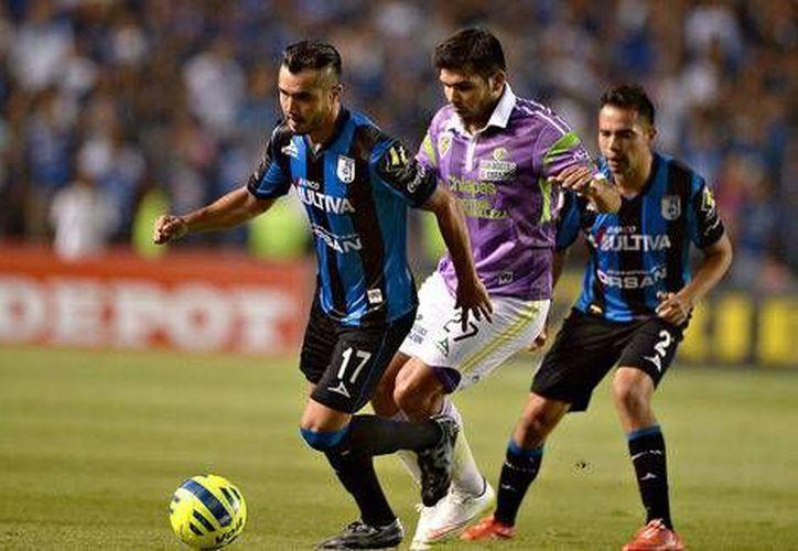 Gallos Blancos, que ganó 1-0 este viernes a Jaguares de Chiapas, y es sexto general, requiere que dos de cuatro equipos (Tijuana, Santos, Toluca y Monterrey) no ganen para avanzar a la liguilla. (mexsport.com)