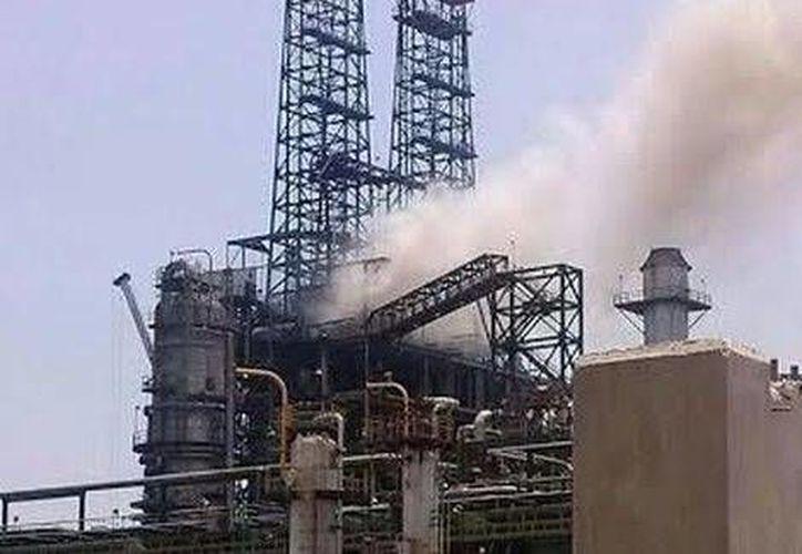 El flamazo en la refinería de Pemex en Ciudad Madero, Tamaulipas, dejó once trabajadores lesionados, varios de gravedad. (Milenio)
