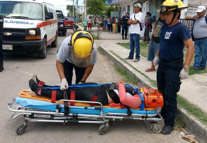 Tras el impacto, la joven sufrió múltiples lesiones en rostro, tórax, pecho y ambas piernas. (SIPSE)