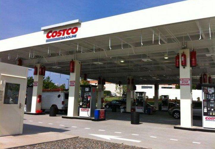 La Profeco sancionó a una gasolinera de Costco porque despachaba litros de más. (El Heraldo de San Luis Potosí)
