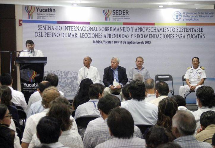 Imagen de los participantes en el seminario sobre manejo de pepino de mar. (Milenio Novedades)