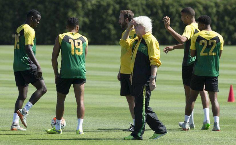 Entrenamiento de la Selección de Jamaica, que este domingo juega con México la final de la Copa Oro.  (AP)