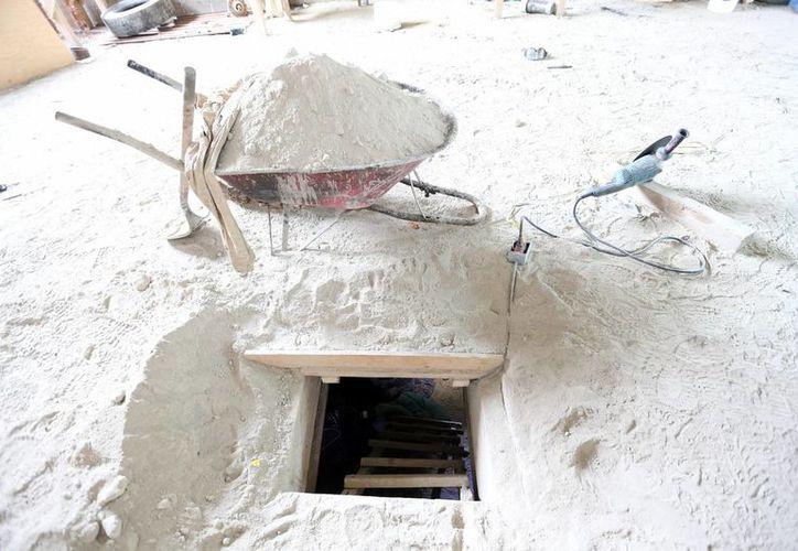 Salida del túnel por donde se fugó 'El Chapo' Guzmán hace unas semanas. Uno de sus cómplices, que no informó sobre la construcción de dicho túnel, que conectaba con el Penal de Altiplano, ya recibió la formal prisión. (Notimex)