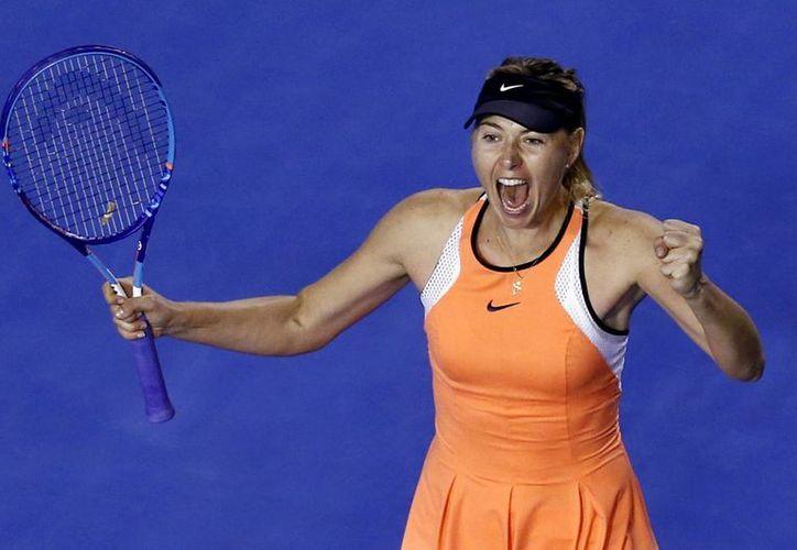 La rusa Maria Sharápova llegó a cuartos de final del primer Grand Slam de la temporada, al imponerse este sábado a la suiza Belinda Becic en el Abierto de Australia. (AP)