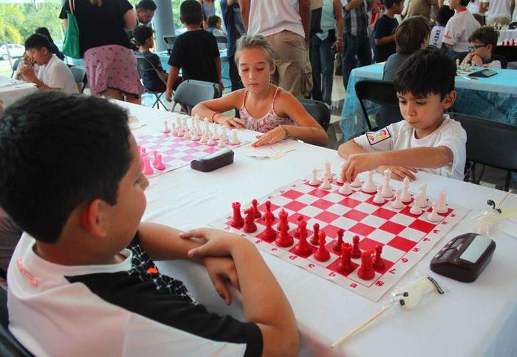 En total fueron 57 los participantes que llegaron desde diferentes clubs de Cancún y Playa del Carmen. (Daniel Pacheco/SIPSE)