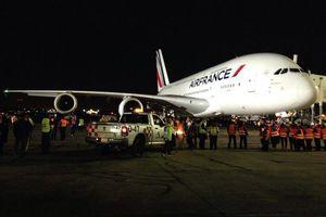 Aterriza en México el avión más grande del mundo