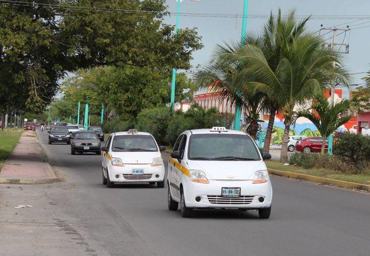 Autoridades concretarán la digitalización del padrón de concesiones de taxi. (Foto: Eddy Bonilla/SIPSE)
