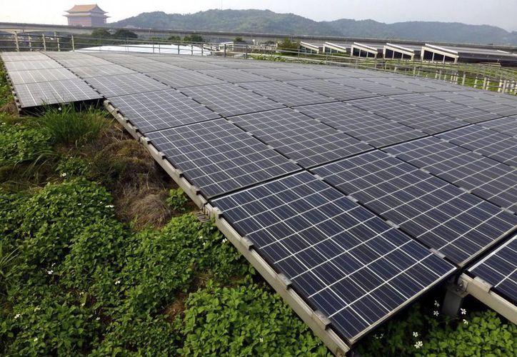 La planta de energía solar más grande del mundo se levanta en Chile. (EFE)