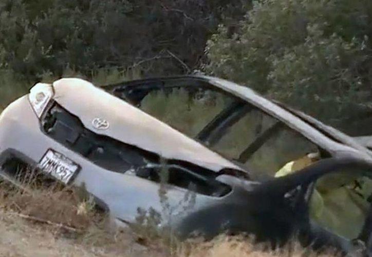 Imagen tomada de video del sitio del accidente de la furgoneta, en la carretera Interestatal 5, unas 65 millas al norte del centro de Los Angeles, California, el martes 28 de junio de 2016. (KABC-7 vía AP)