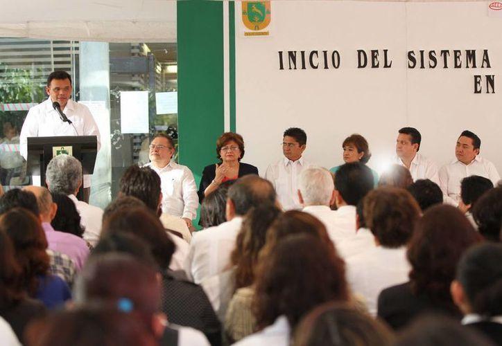 El gobernador Rolando Zapata Bello durante el acto de arranque del nuevo sistema de Justicia Oral Familiar. (Sipse.com)