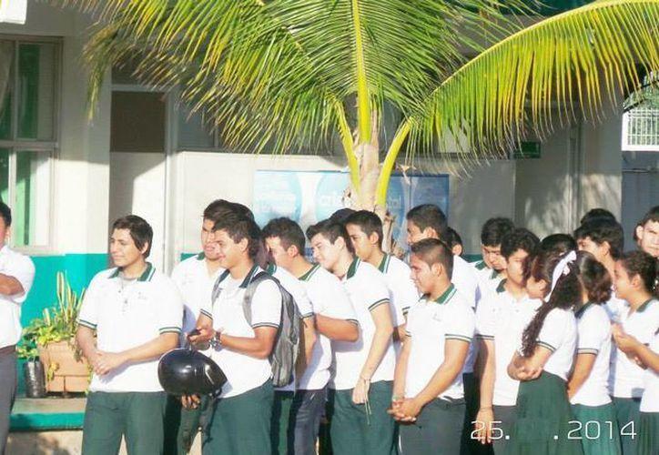 Porfirio Trejo Zozaya, director general del Colegio de Bachilleres de Yucatán (Cobay), dijo que se ha logrado reducir la cifra de deserción escolar. (Facebook/Cobay)