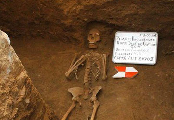 Esta es una de las 14 osamentas encontradas por arqueólogos mexicanos. (EFE/INAH)