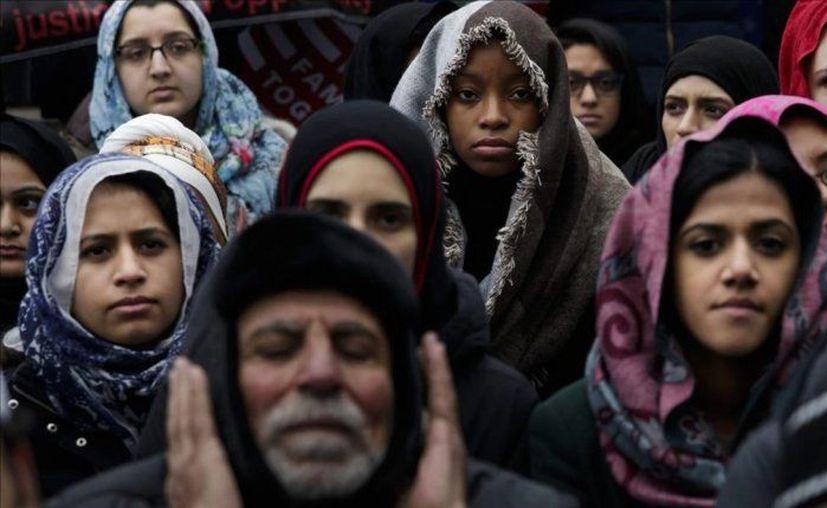 Ayer comenzó a aplicarse el veto migratorio en Estados Unidos, que endurecerá las medidas para permitir el ingreso de extranjeros procedentes de seis países musulmanes. (Diario Las Américas)