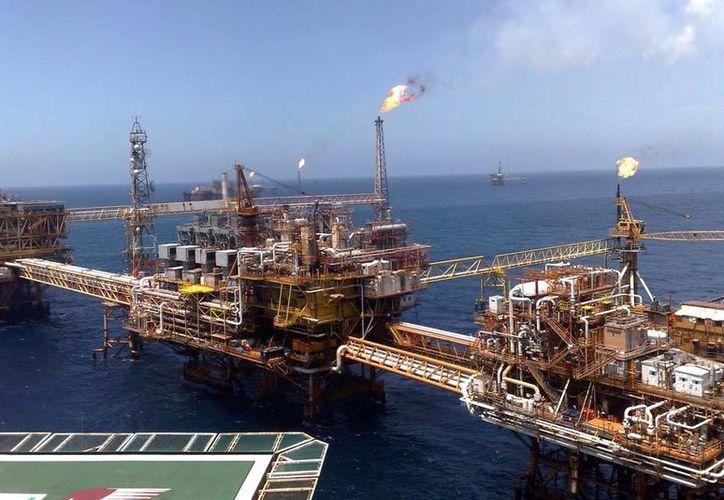 En menos de tres meses el precio de barril de petróleo ha caído de 90 a 60 dólares. (oronegro.mx)