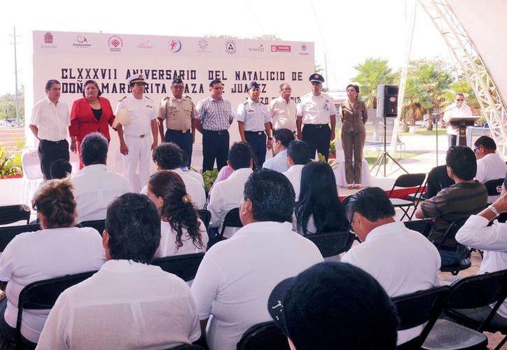 Diferentes autoridades estuvieron presentes en la ceremonia conmemorativa. (Cortesía/SIPSE)