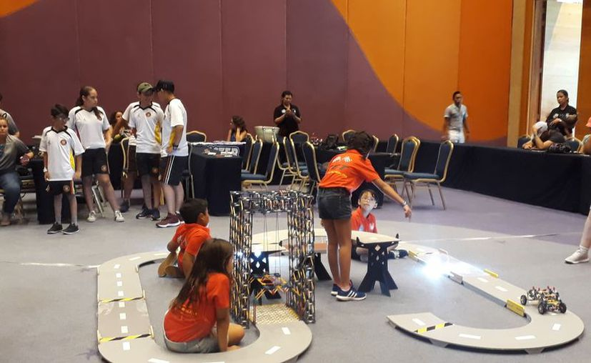 Los niños se entusiasman con los talleres de robótica. (Adrián Barreto/SIPSE)